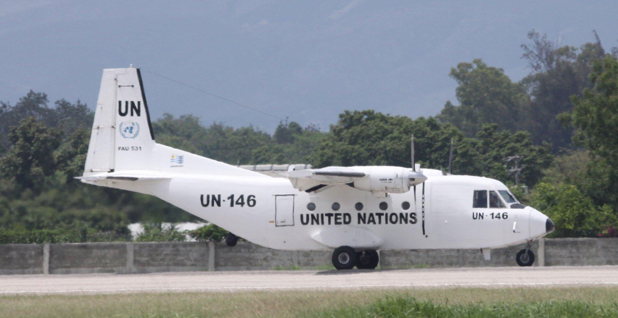 bimoteur a ailes hautes sur LFCS CASA212_FAU-531-UN-146
